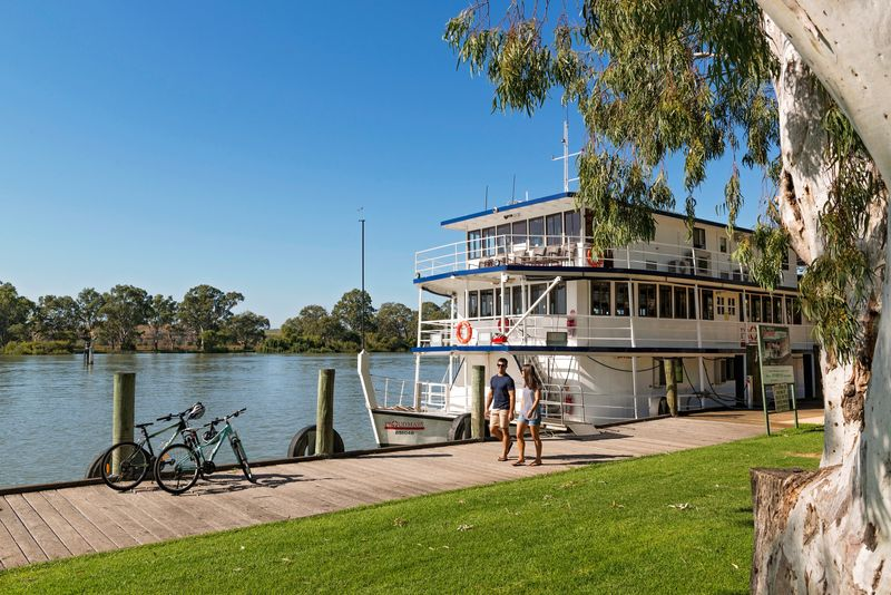 boats in mannum pic