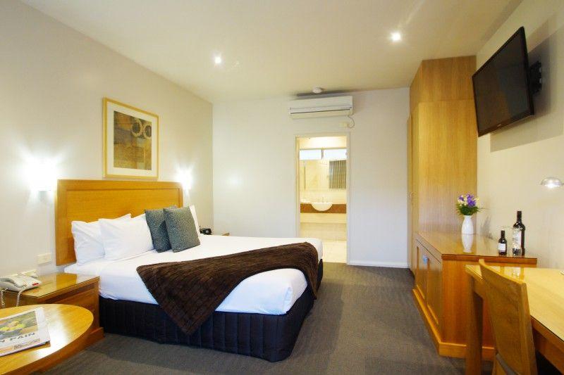 wyndhamere motel room image